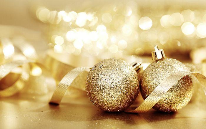 kultaiset ornamentit
